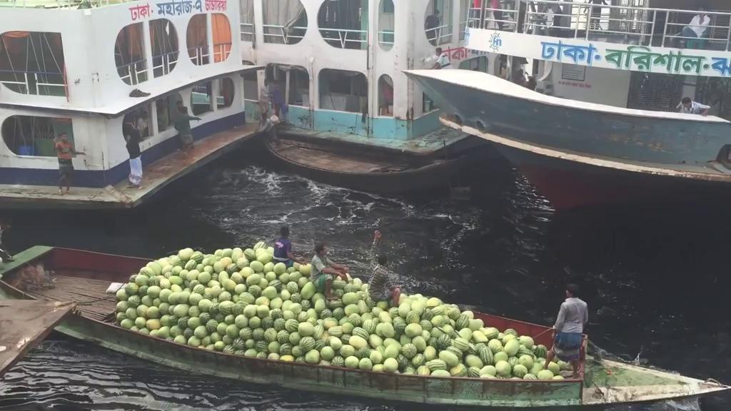 ترمینال قایقرانی دیوانه وار و شلوغ در بنگلادش