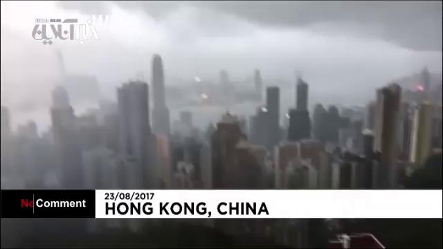 """طوفان """"هاتو"""" هنگ کنگ را به خاموشی فرو برد"""