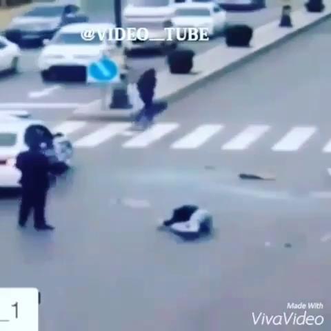 زیر گرفتن عابر پیاده ها توسط ماشین جلو چشم پلیس