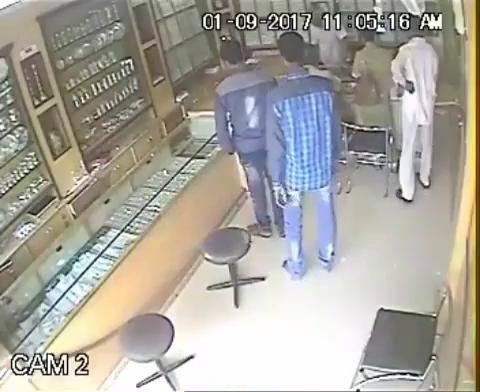 دزدی داخل طلا فروشی