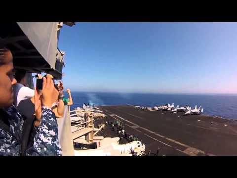 Jet F/18 rompe la barrera del sonido