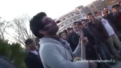 اجرای خیابانی مجید خراطها در پارک دانشجوی تهران در روز مادر