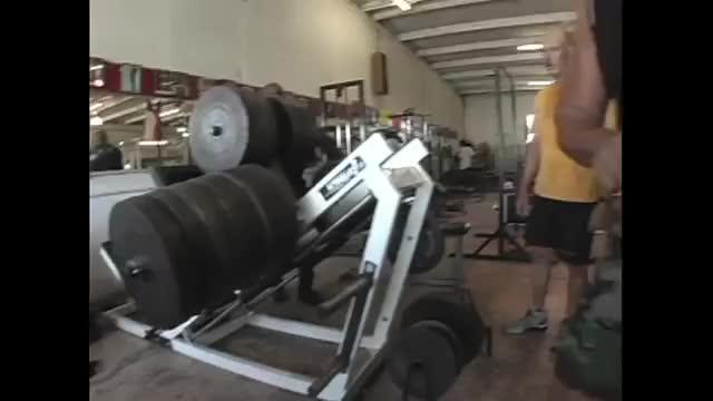 زدن وزنه 2300 پوندی رونی کلمن در پرس پا