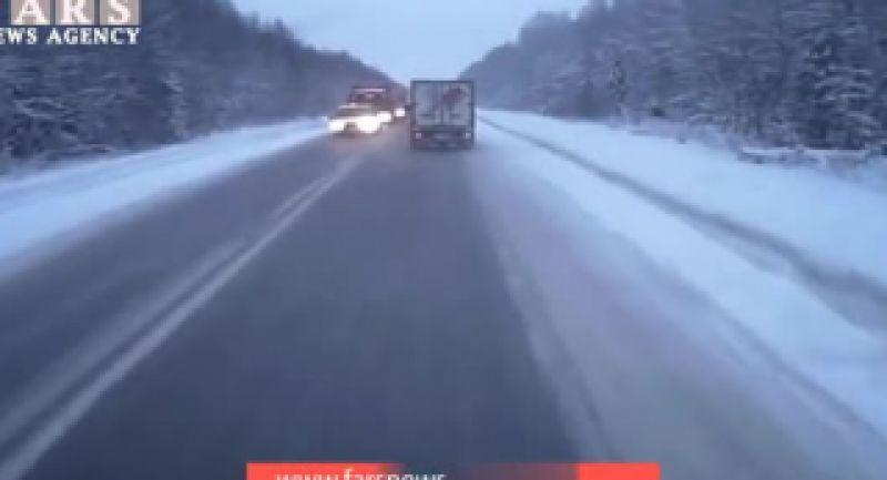 تصادف شاخ به شاخ در جاده برفی