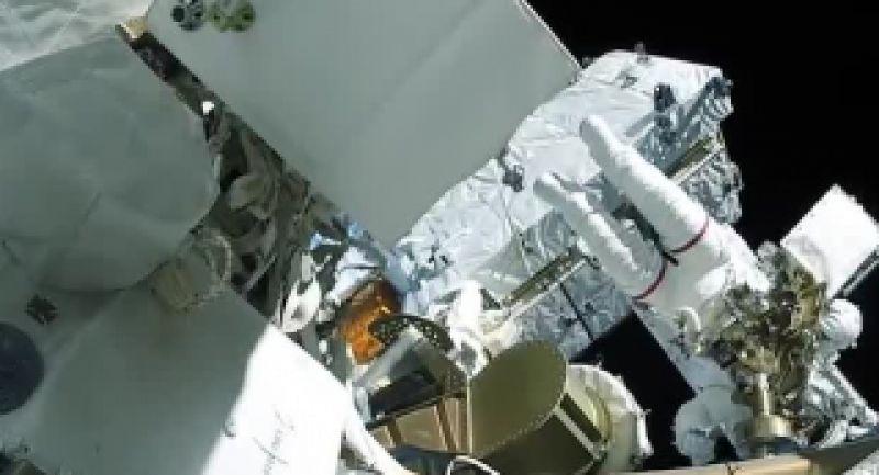 راهپیمایی فضایی فضانورد فرانسوی