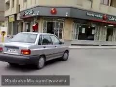 لحظه سرقت از بانک ملت مشهد توسط دو سارق مسلح