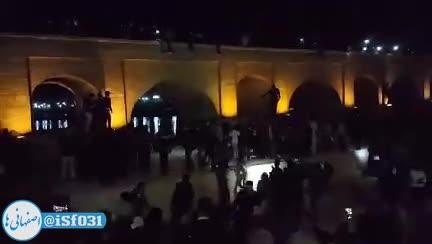 جاری شدن زنده رود اصفهان و خوشحالی مردم