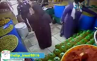 دزدی عجیب یک دبه خیارشور توسط یک زن