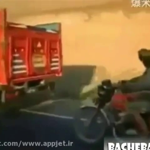 دزدی گوسفند از کامیون در حال حرکت