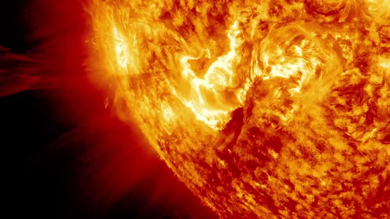 فوران تاج خورشیدی در آگوست 2012