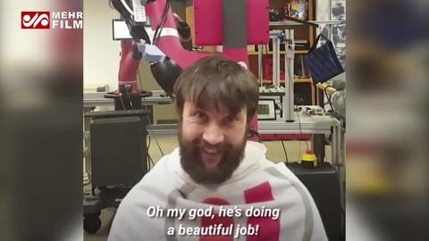 آرایشگر رباتیک موهای شما را کوتاه می کند
